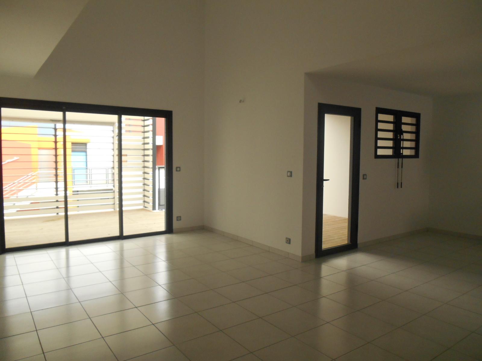 Location appartement t4 saint pierre 97410 r union sud for Achat appartement t4