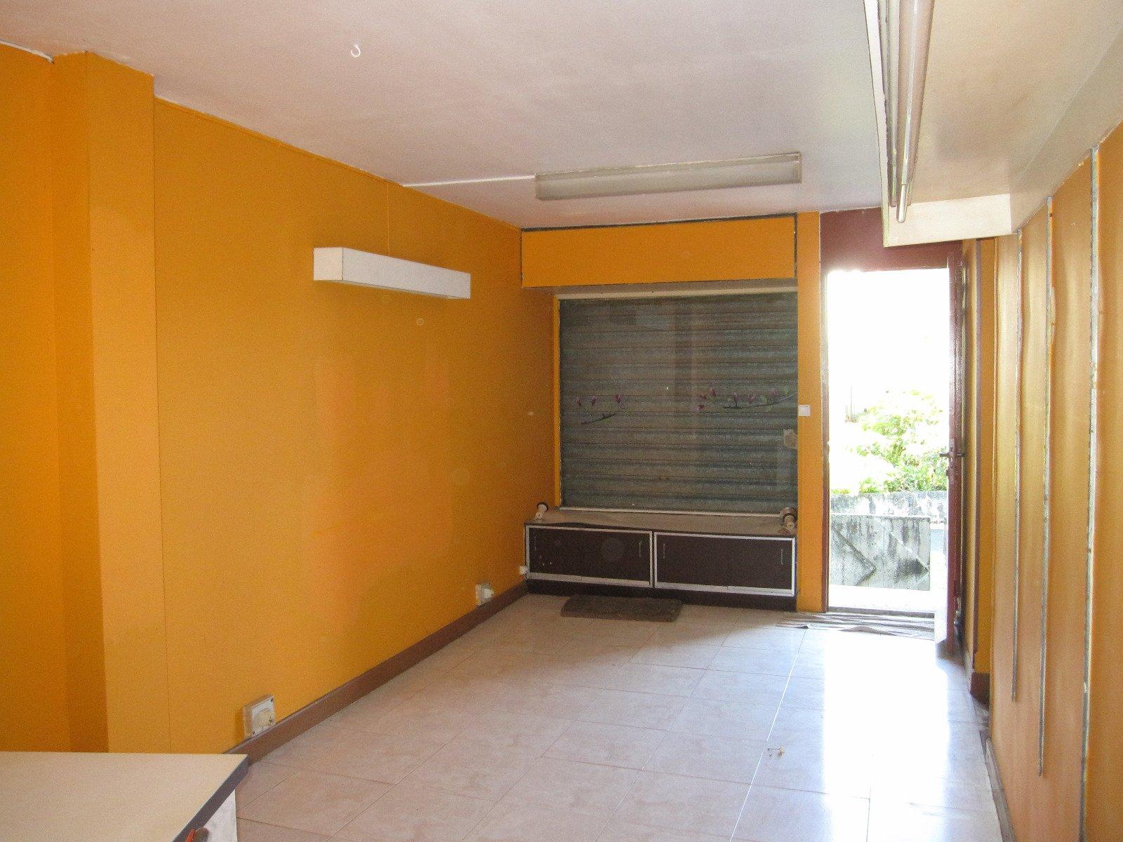 achat local professionnel pointe pitre 97110 guadeloupe centre r f 2988. Black Bedroom Furniture Sets. Home Design Ideas
